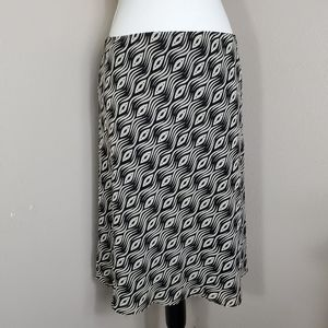 New York and Company Bl/Wht sheer lined skirt M